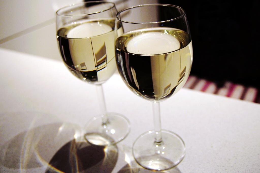 Białe wino ze spritem