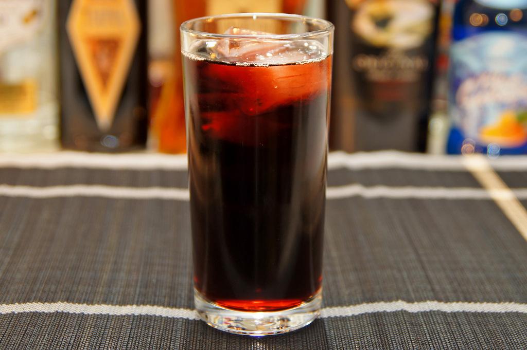 Kalimotxo (Calimocho) - czerwone wino i cola
