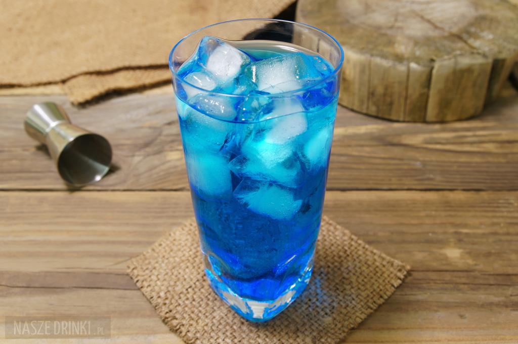Ice Bear - prosty drink z wódką i blue curacao